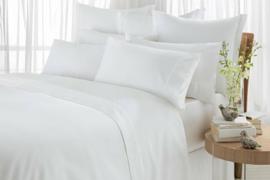 8 modele de lenjerii de pat albe, de bumbac, pe care le poti cumpara online