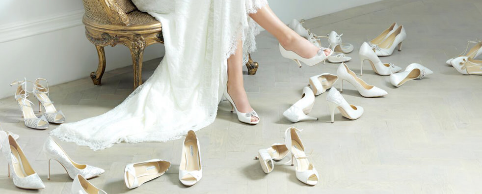 Pantofi crem sau sandale albe la o super petrecere? Nunta, botez, majorat sau cocktail party