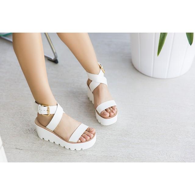 Sandalele Cu Platformă Și Talpă Înaltă