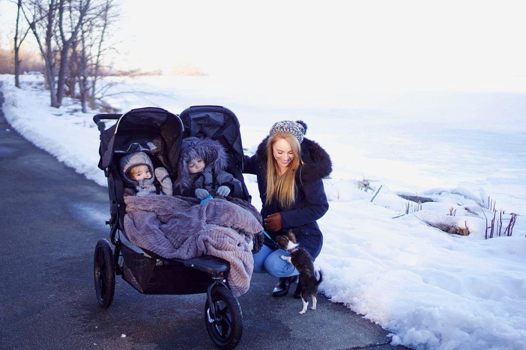 Accesorii de iarna pentru mamici - Utile, calduroase, pentru ea si bebe