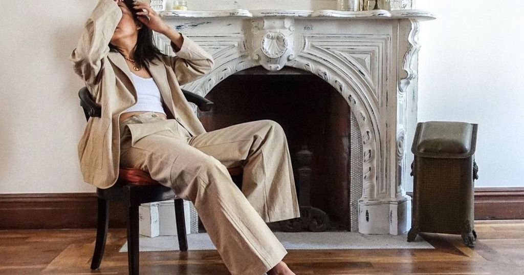 Cauti sa-ti cumperi o pereche de pantaloni evazati? Eleganti sau sport, cu capse?