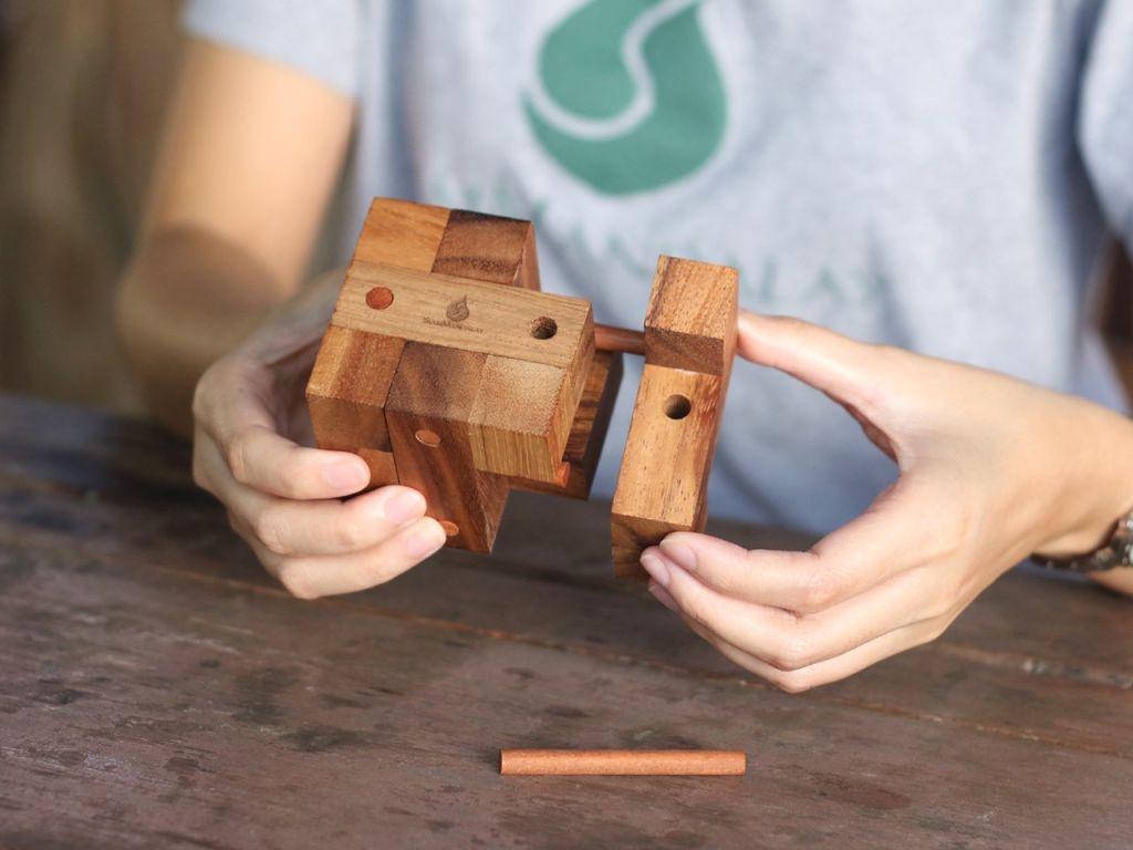 Alege un cadou inedit, un puzzle 3D! Vezi peste 30 de modele din lemn