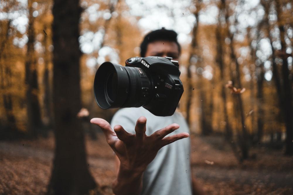 Cadouri pentru pasionatii de fotografie si editare video, You Tube