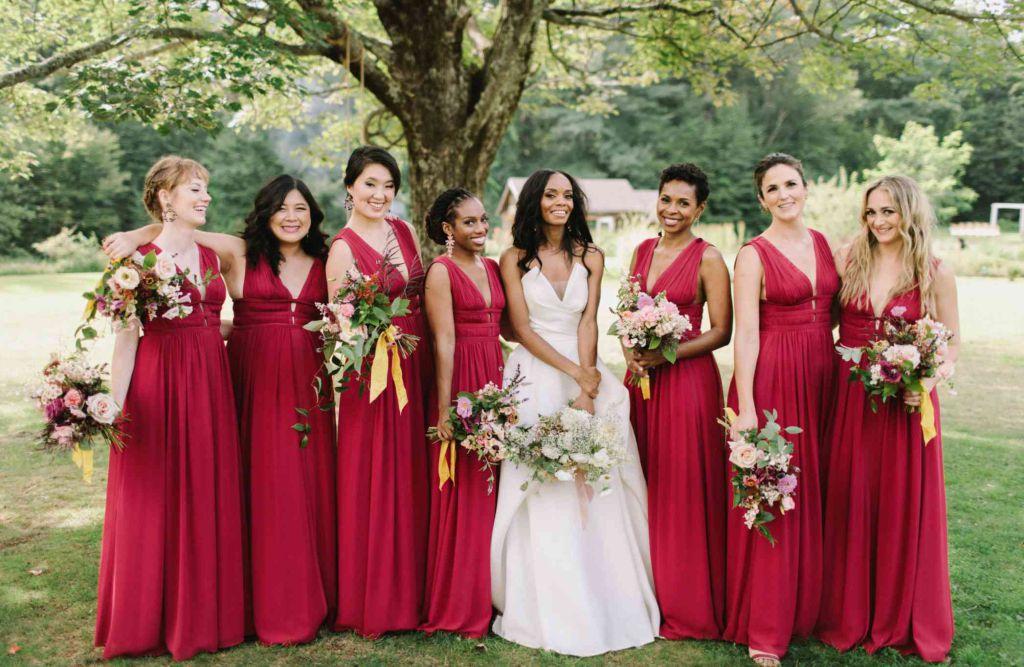 Rochii rosii, grena sau roz pentru domnisoarele de onoare