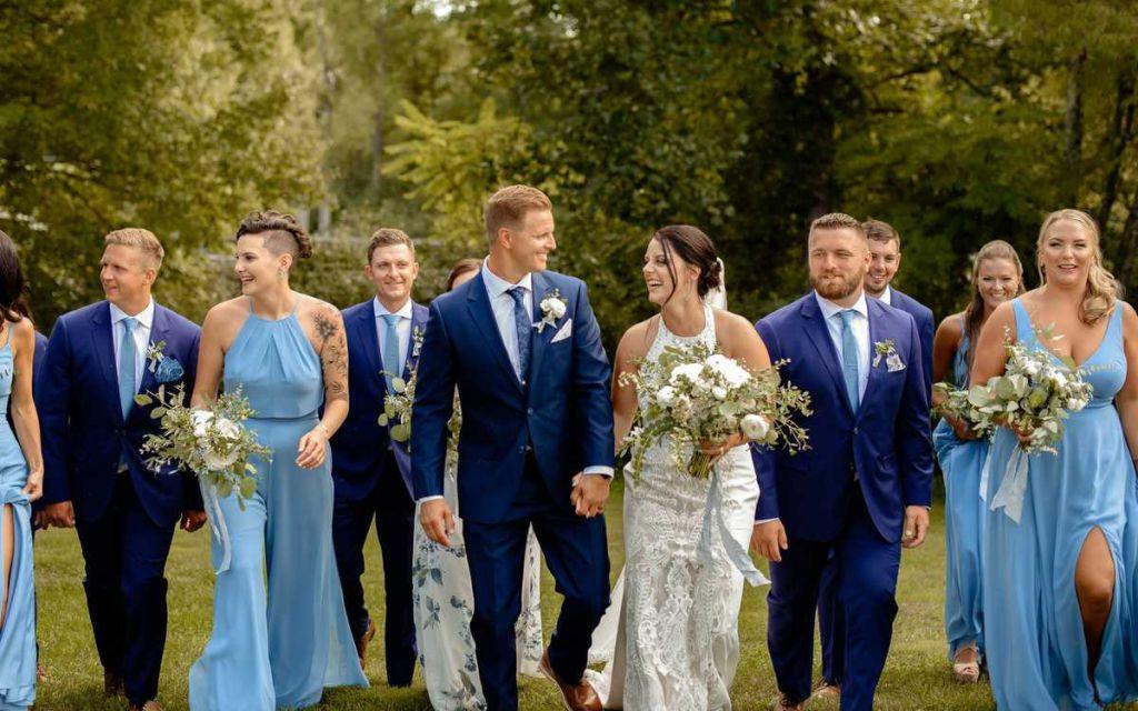 Rochii albastre, bleumarin sau bleu pentru domnisoarele de onoare