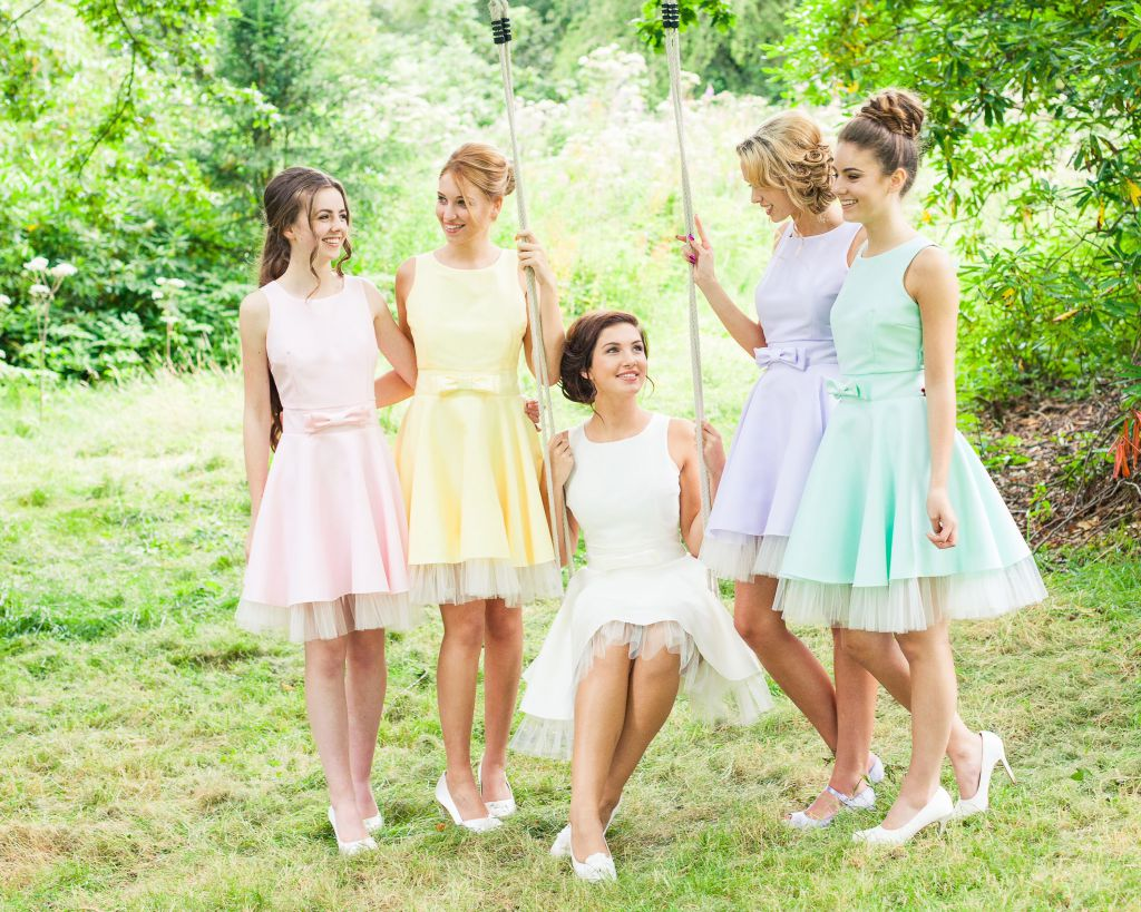 Ce rochii pastel poti purta la o petrecere de gradina, in aer liber?