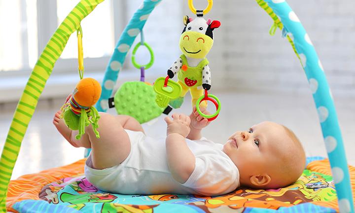 Saltele activitati bebelusi - un cadou util tinerilor parinti!