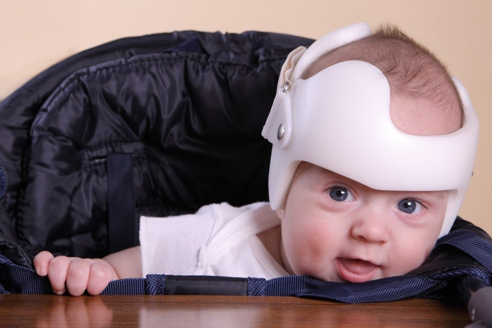Casca protectie bebe in perioada primilor pasi - Sfaturi si recomandari