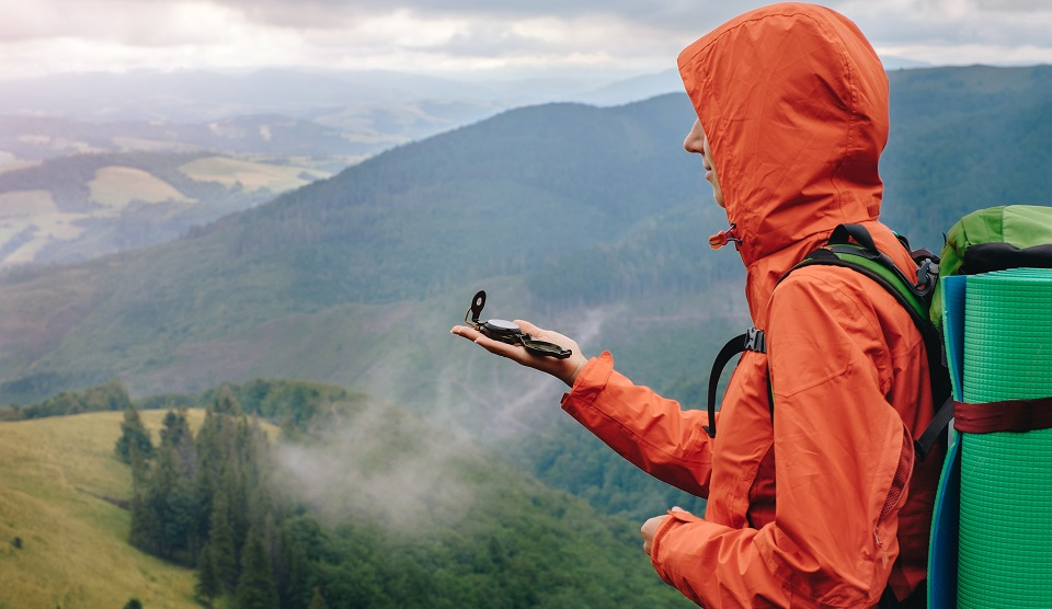 Top jachete usoare si rezistente la apa si vant pentru femei si barbati