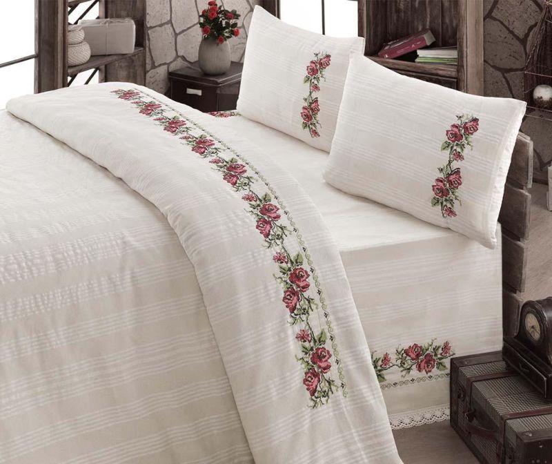 Oferta cadou o lenjerie de pat cu motive traditionale. Modele noi, in tendinte