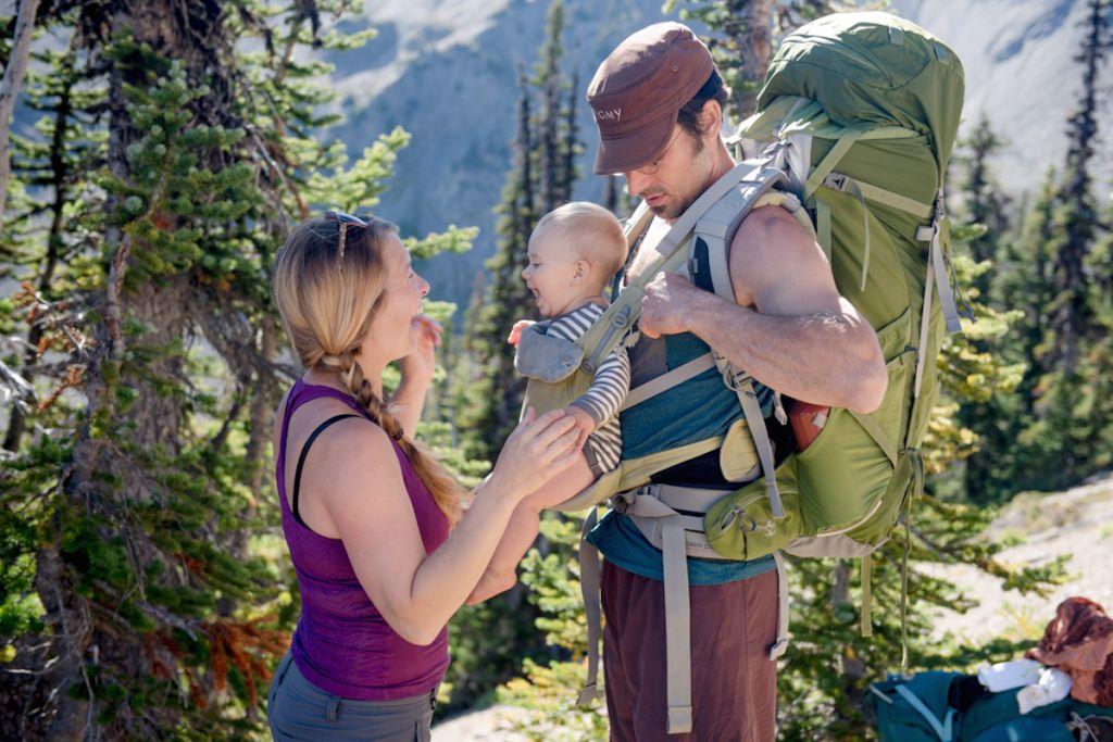 Cele mai bune rucsacuri transport copil pe munte sau prin vacante