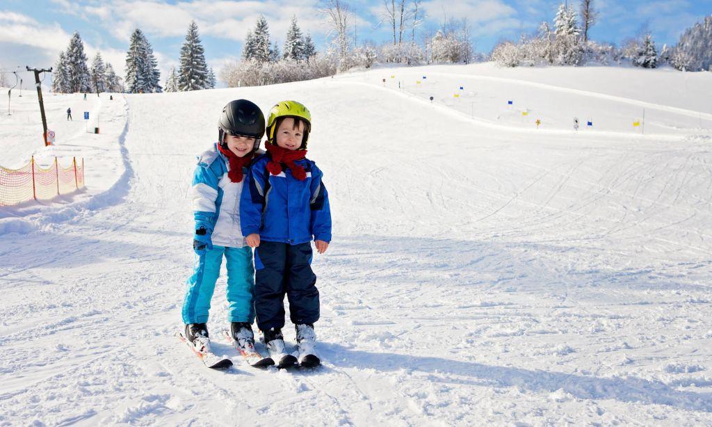 Noua colectie de ski copii, ce se mai poarta: geci, salopete, accesorii