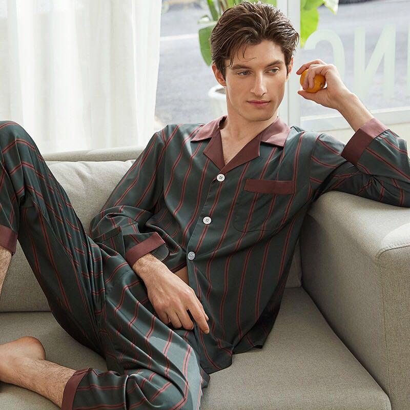 Pijamale din matase pentru barbati - un cadou de lux pentru domnii eleganti