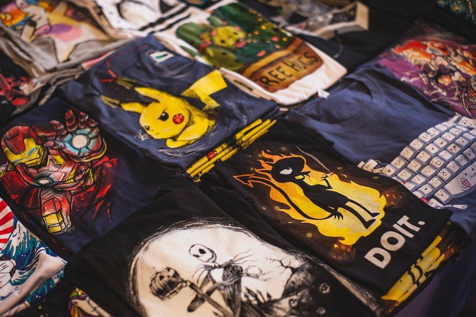 Tricouri pentru programatori, cu mesaje funny si alte cadouri de geeks