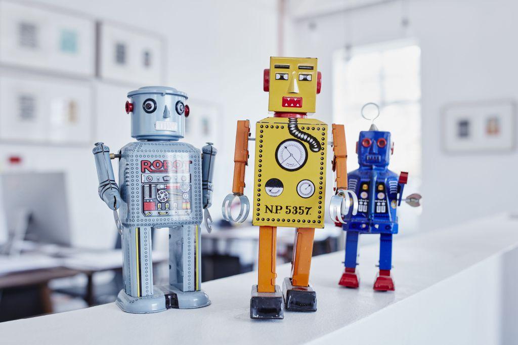 Roboti programabili pentru cei pasionati de robotica si programare